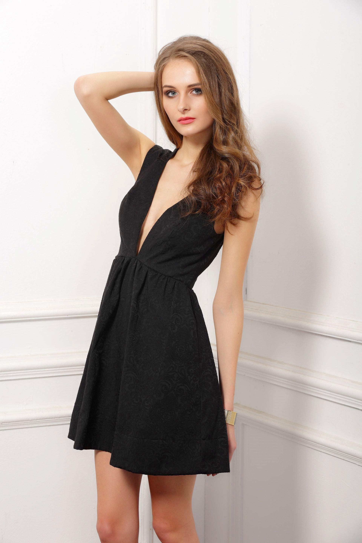 Low V-neck Jacquard dress